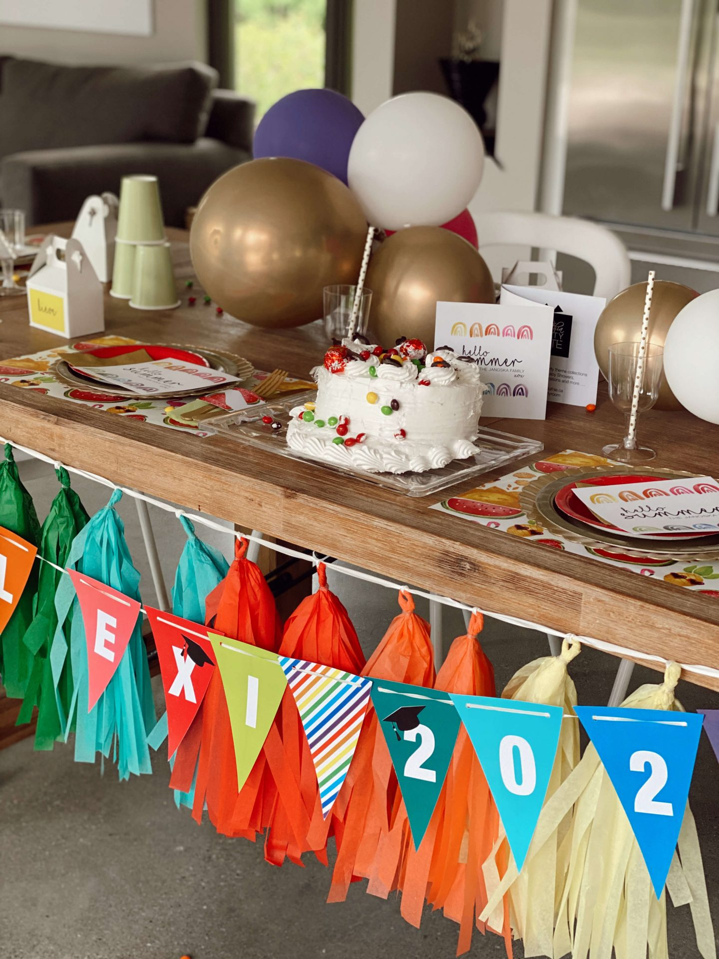 Find 6 fun and interactive party ideas that kids, teenagers, and adults will love! These are perfect for graduation parties, summer parties, and birthday parties. #partyideas | interactive party ideas | interactive party food | fun party food ideas | fun party ideas | fun party food for teens | fun party food for adults | graduation party ideas | party food display ideas | party food display ideas presentation | party food display diy | graduation party food ideas | graduation party foods